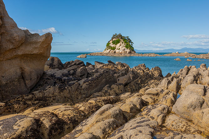 Torlesse Rock, Kaiteriteri Beach